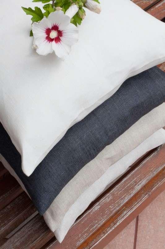 Kinga -  eenvoudige kussensloop 43 x 43 cm van de collectie Linnen, Stof: 392-05