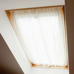 Zasłonka na okno dachowe
