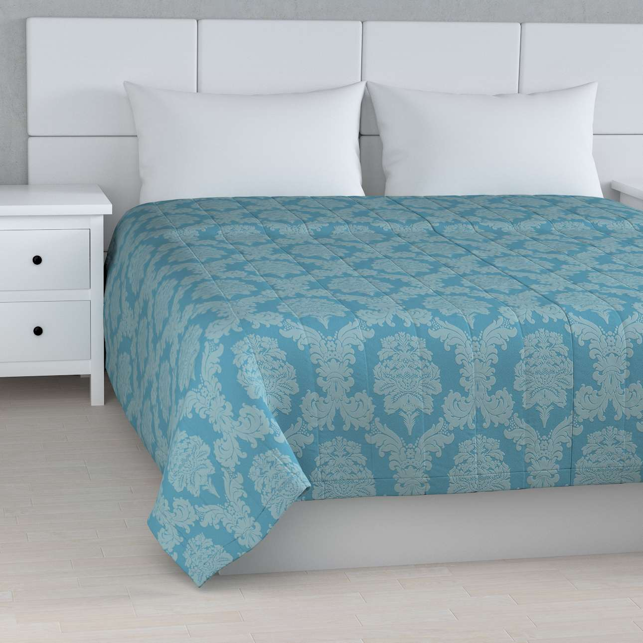 Quilted throw (vertical quilt pattern) 260 x 210 cm (102 x 83 inch) in collection Damasco, fabric: 613-67