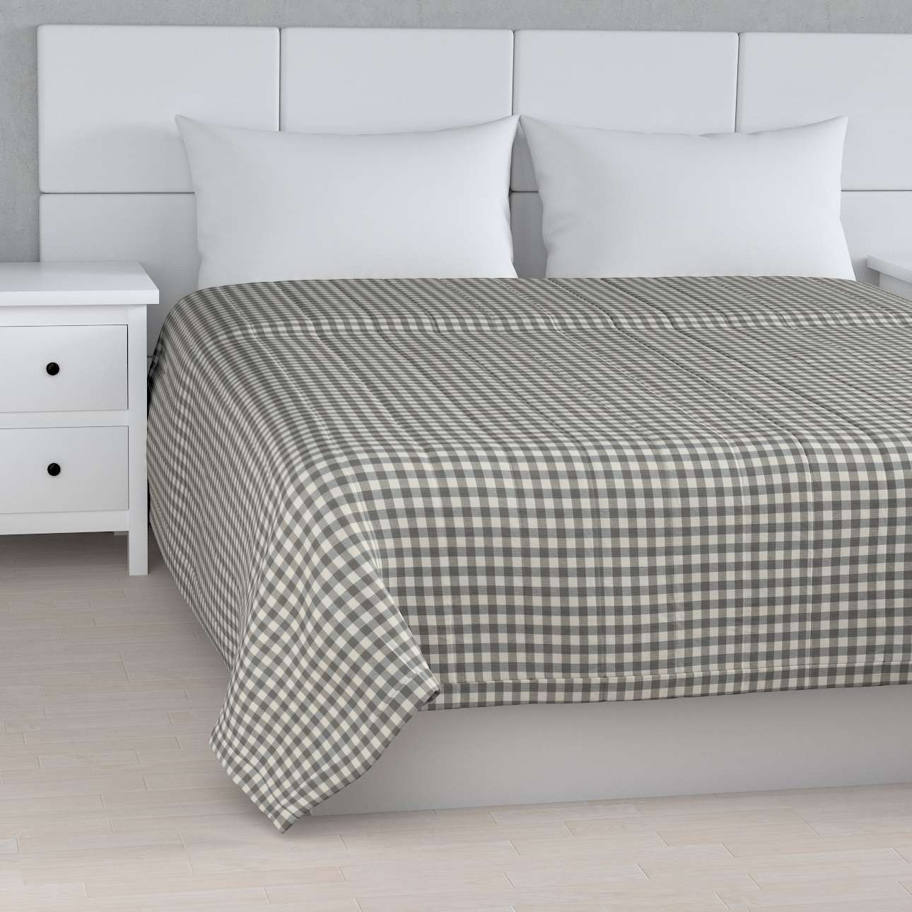 Quilted throw (vertical quilt pattern) 260 x 210 cm (102 x 83 inch) in collection Quadro, fabric: 136-11