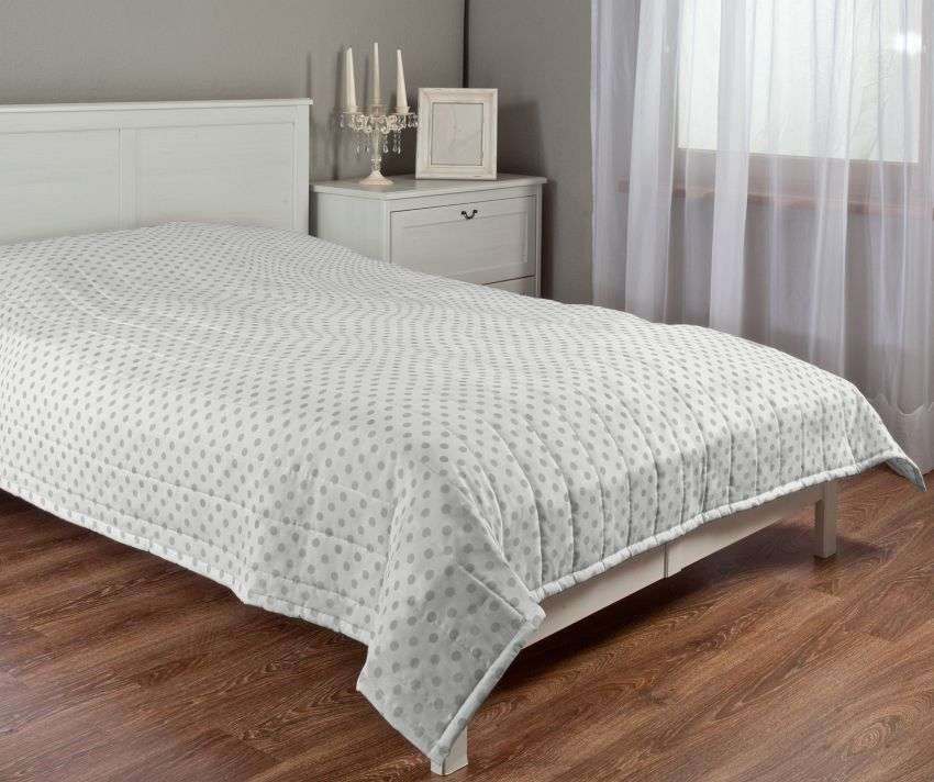 Quilted throw (vertical quilt pattern) 260 x 210 cm (102 x 83 inch) in collection Ashley, fabric: 137-68