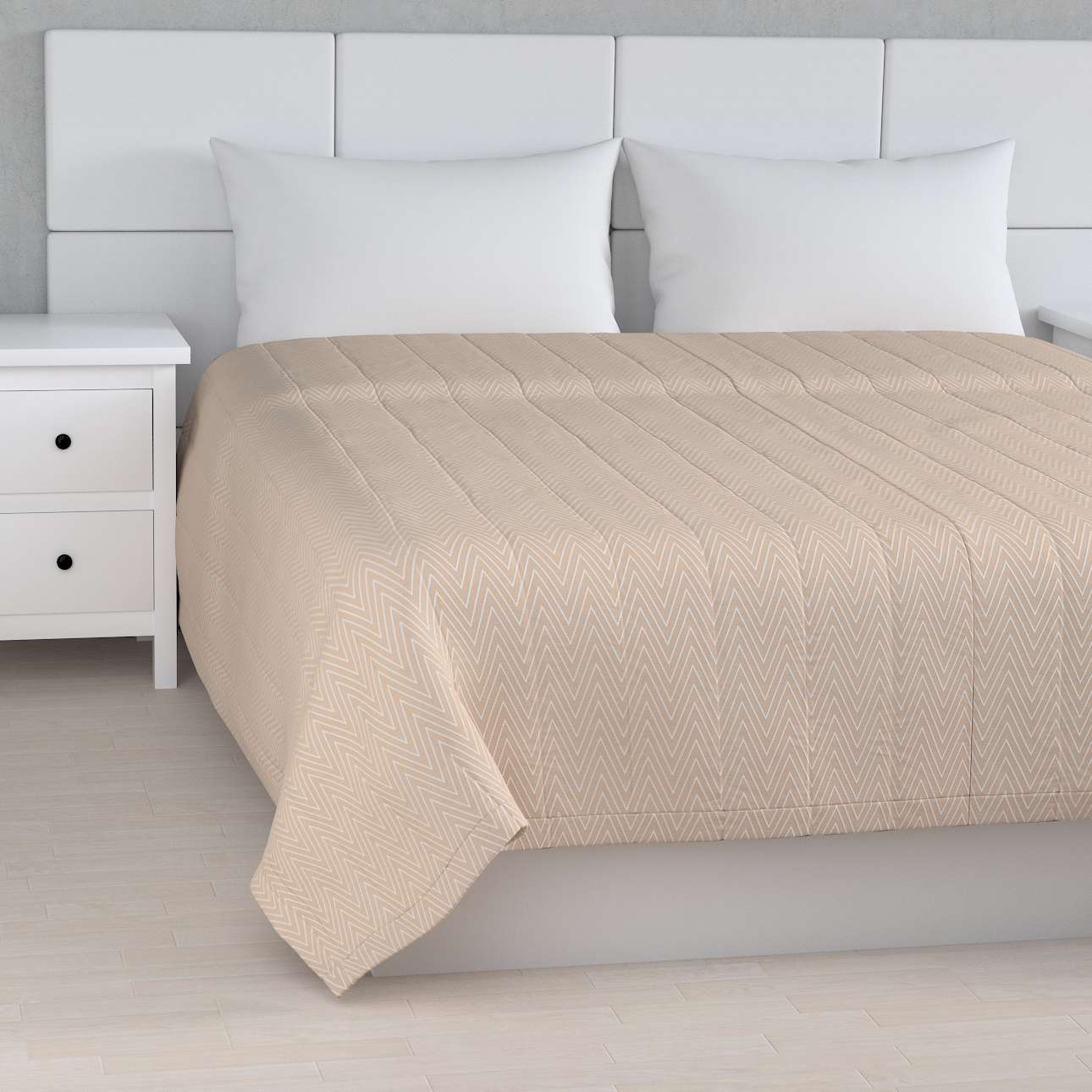 Quilted throw (vertical quilt pattern) 260 x 210 cm (102 x 83 inch) in collection Brooklyn, fabric: 137-91