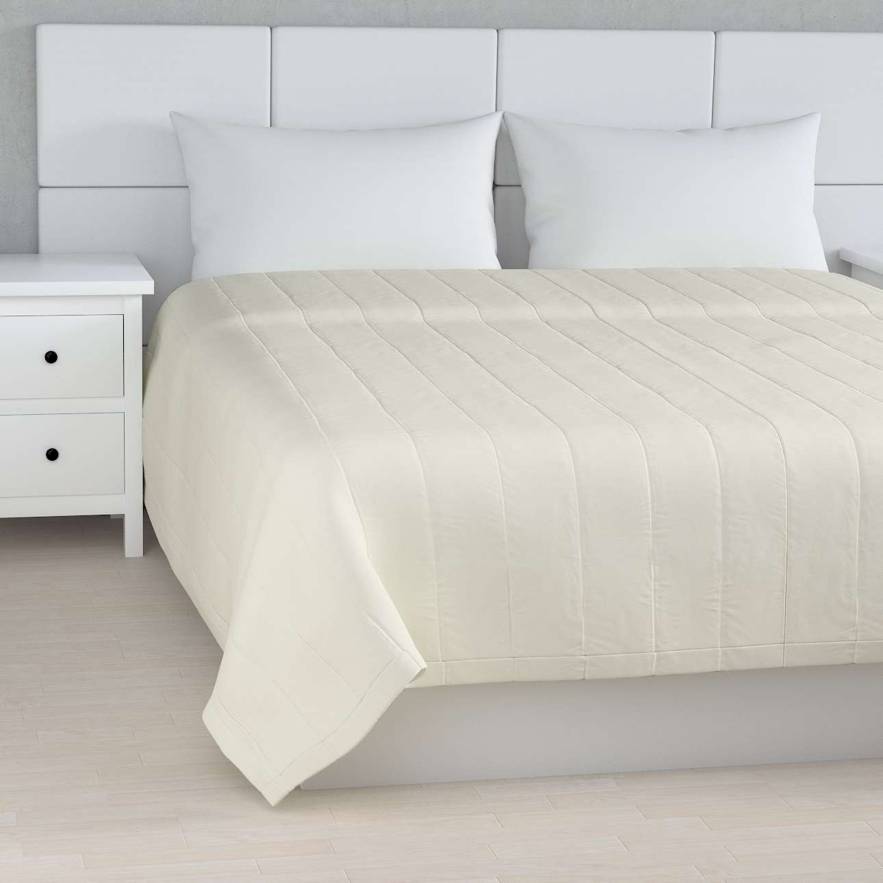 Quilted throw (vertical quilt pattern) 260 x 210 cm (102 x 83 inch) in collection Jupiter, fabric: 127-00
