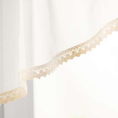 Kort gordijn Lily van voile ecru met katoen kant 900-01 ecru Collectie Voile