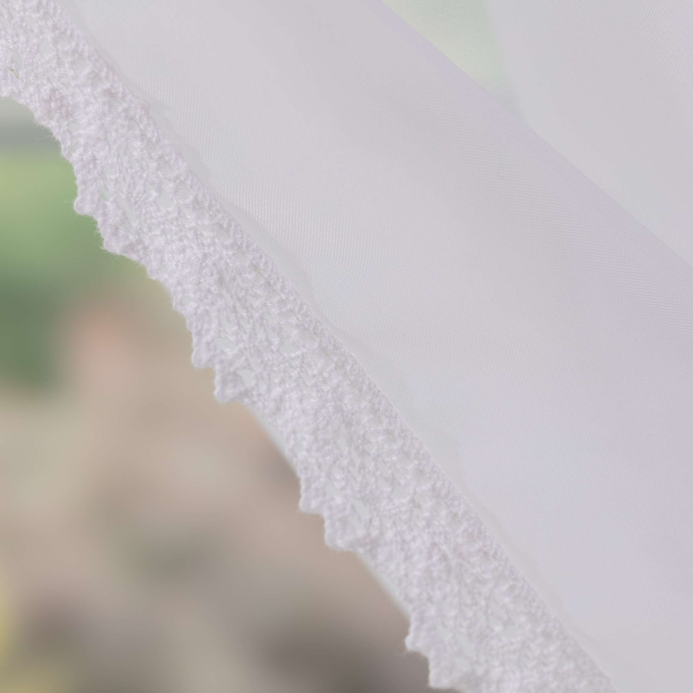 Firany Lily 2 szt. z koronką krótkie 140x150 cm w kolekcji Woale, tkanina: 900-00
