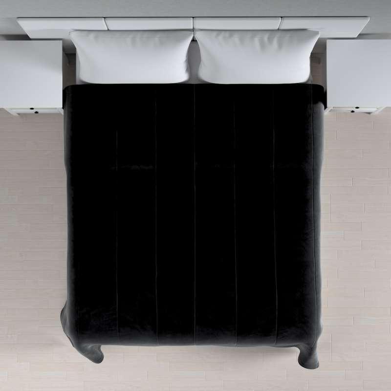 Sengetæppe quiltet<br/>i 25cm striber i velour fra kollektionen Velvet, Stof: 704-17