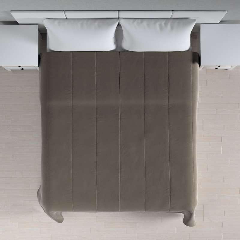 Sengetæppe quiltet<br/>i 25cm striber i velour fra kollektionen Velvet, Stof: 704-19