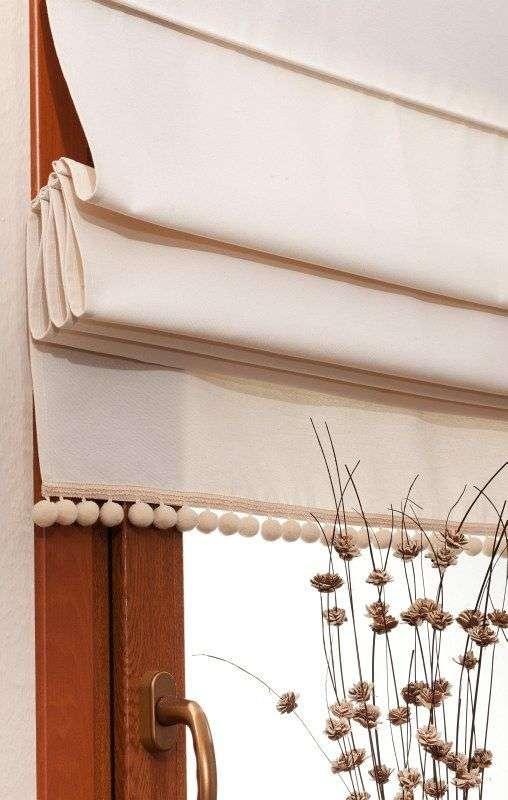 Vouwgordijn met pompons van de collectie Jupiter, Stof: 127-00