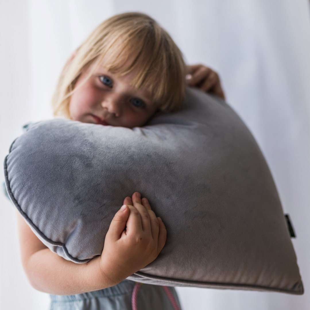 Heart of Love pillow in collection Happiness, fabric: 133-60