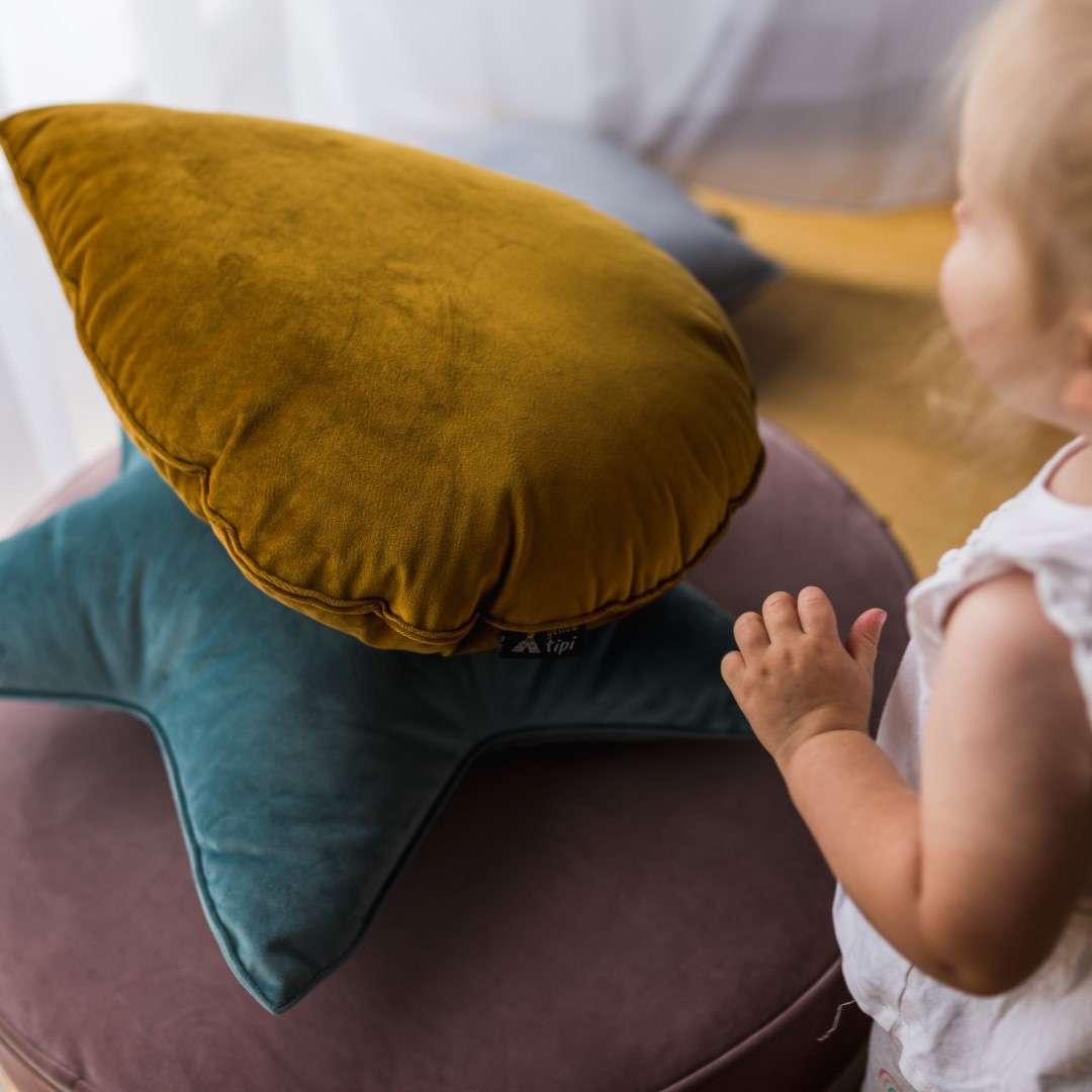 Sweet Drop pagalvėlė kolekcijoje Posh Velvet, audinys: 704-12