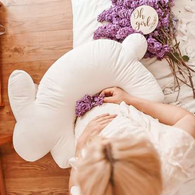 Velvet Bunny cream maitinimo pagalvė