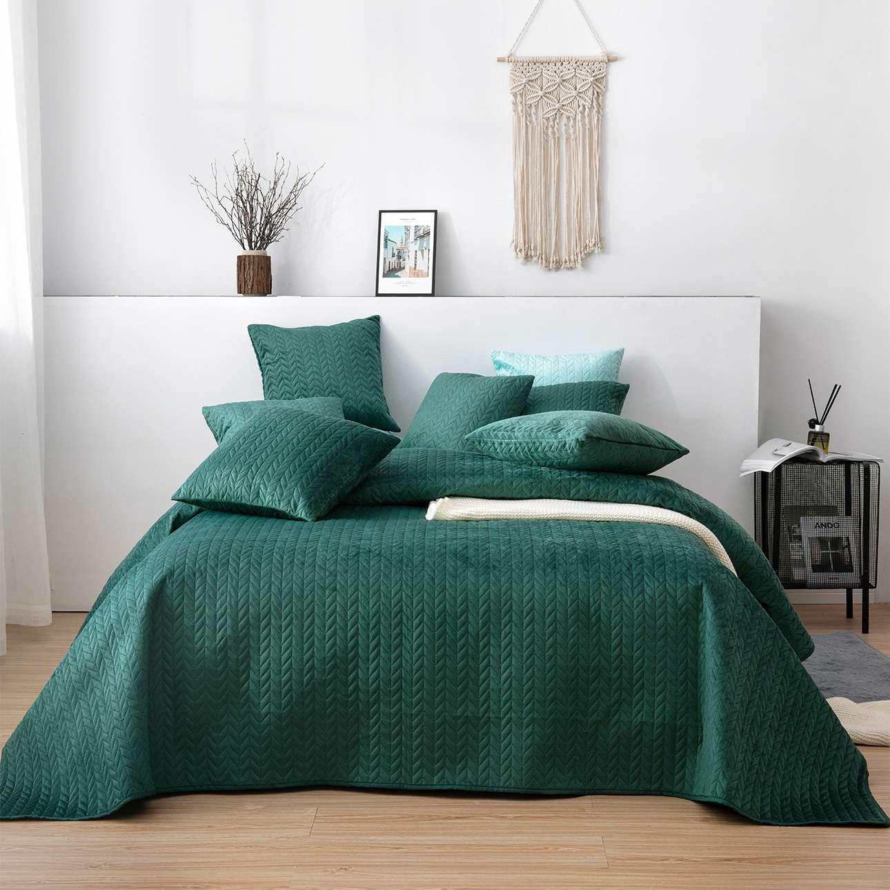 Narzuta na łóżko Silky Chic 220x240cm deep green