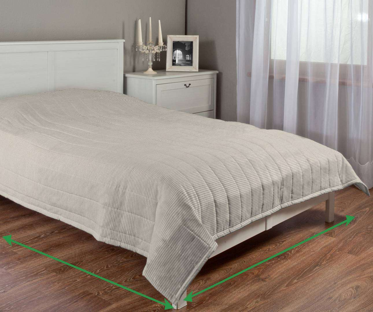 Quilted throw (vertical quilt pattern) in collection Manchester, fabric: 105-90