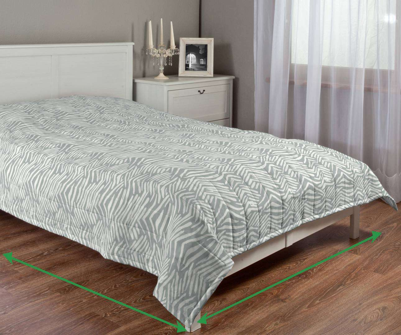 Quilted throw (vertical quilt pattern) in collection SALE, fabric: 135-04