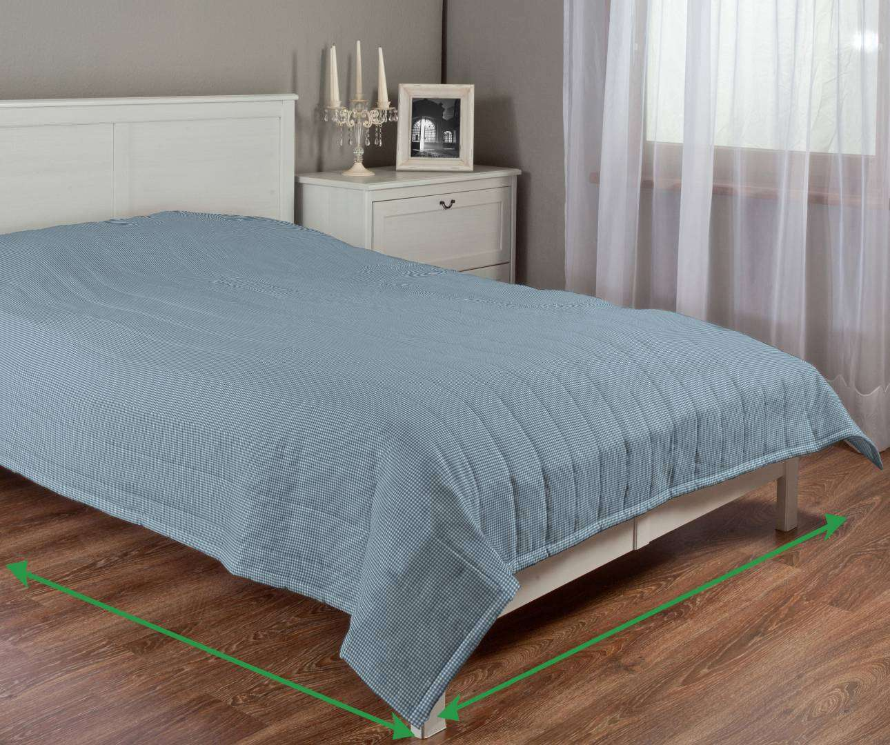 Quilted throw (vertical quilt pattern) in collection Amelie , fabric: 135-60