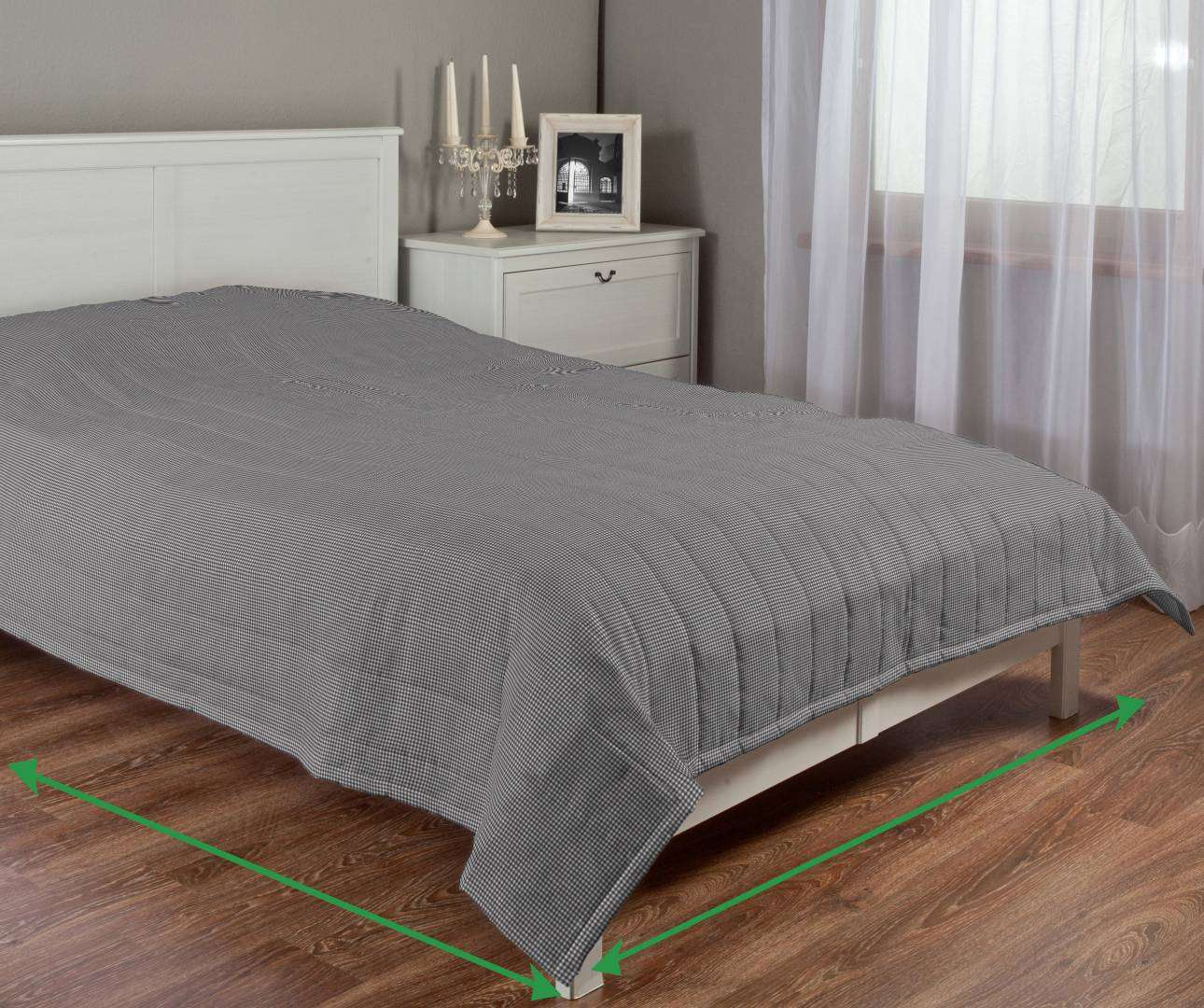 Quilted throw (vertical quilt pattern) in collection Amelie , fabric: 135-64