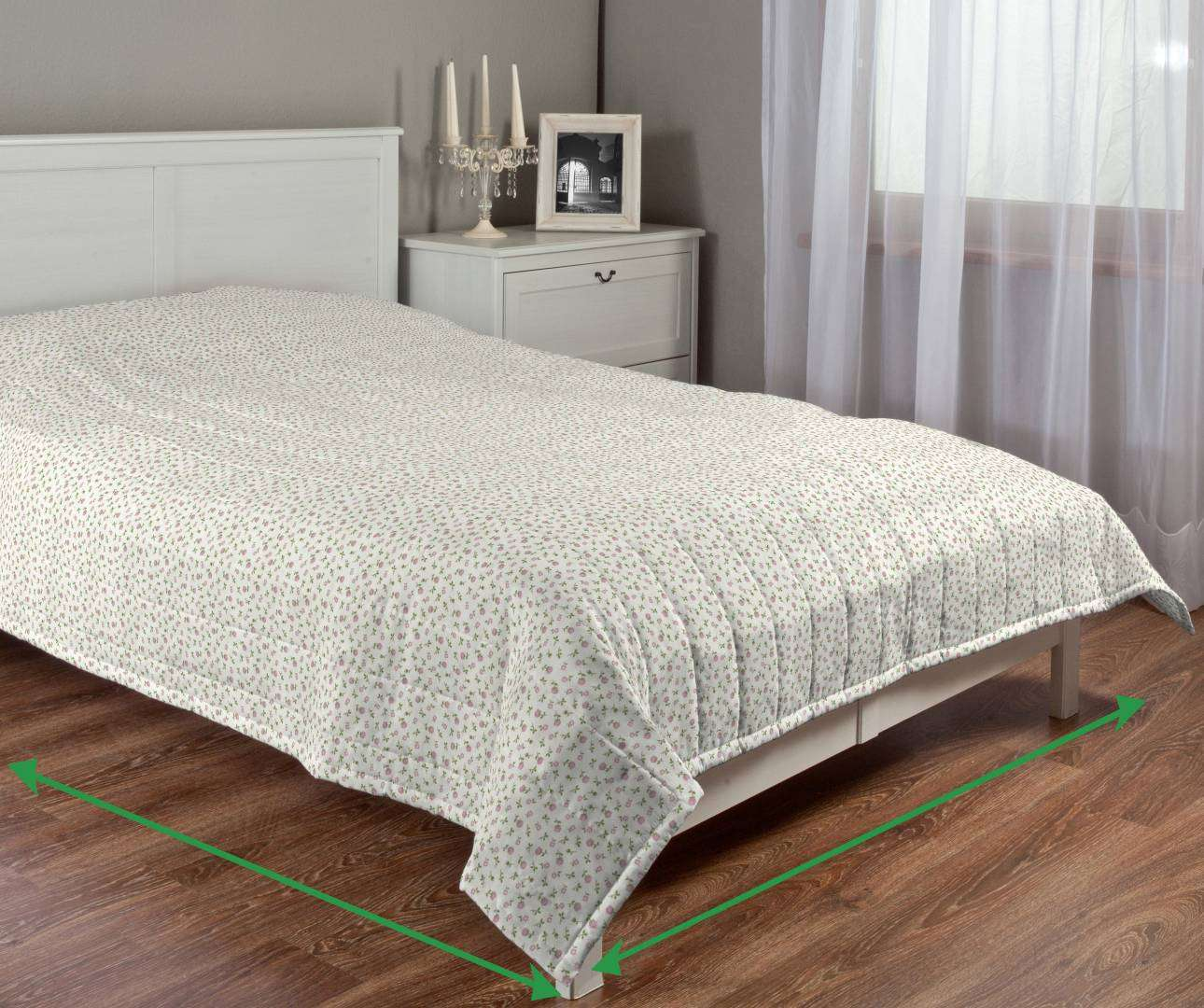 Quilted throw (vertical quilt pattern) in collection SALE, fabric: 136-25