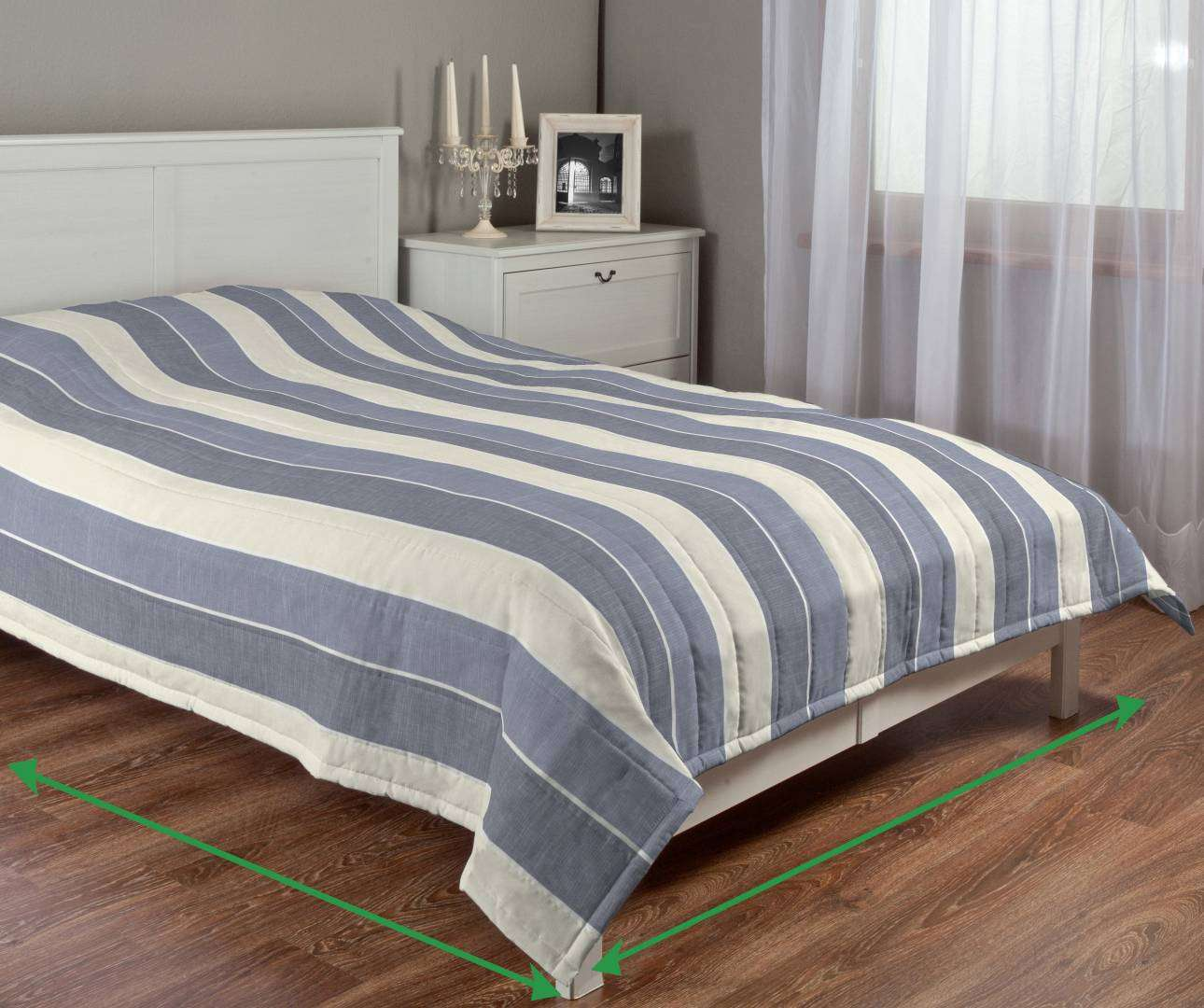 Quilted throw (vertical quilt pattern) in collection Cardiff, fabric: 136-27