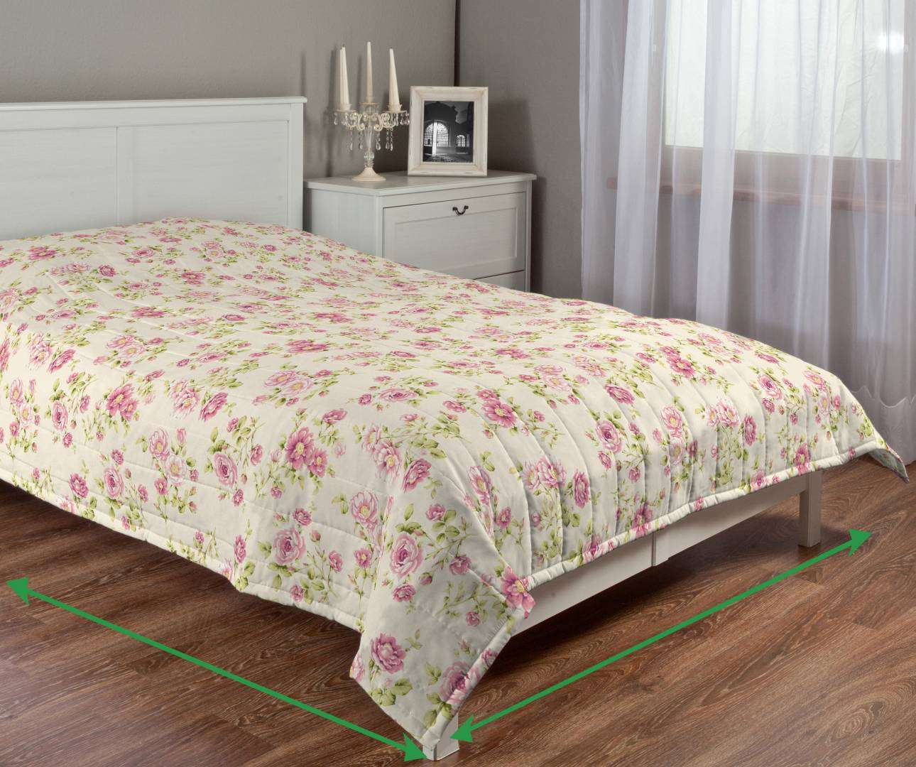 Quilted throw (vertical quilt pattern) in collection Ashley, fabric: 137-43
