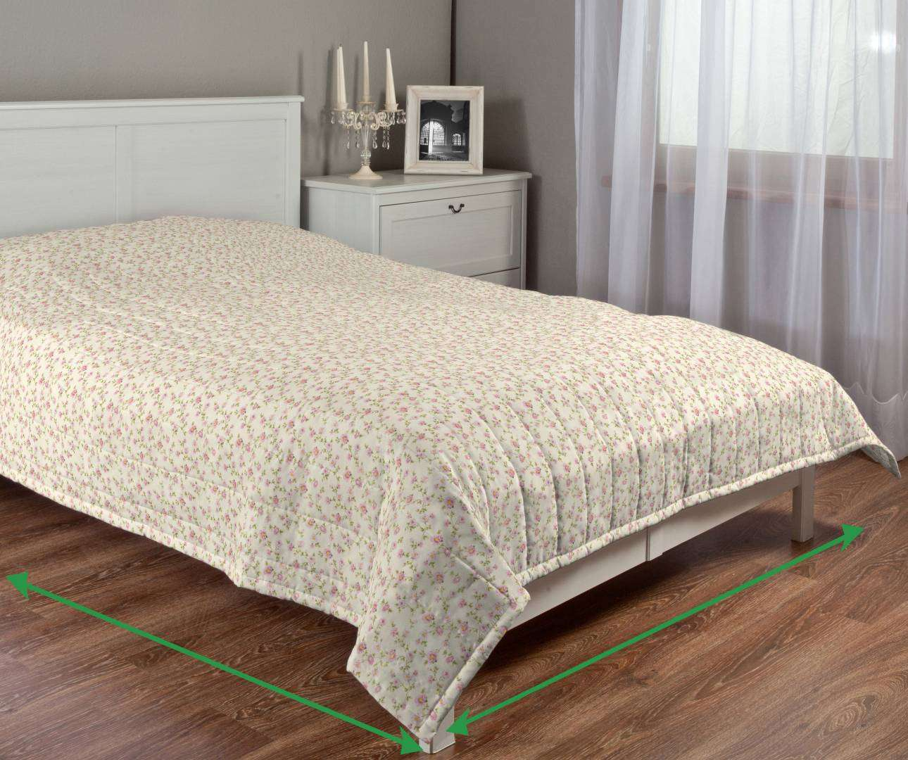 Quilted throw (vertical quilt pattern) in collection Ashley, fabric: 137-45