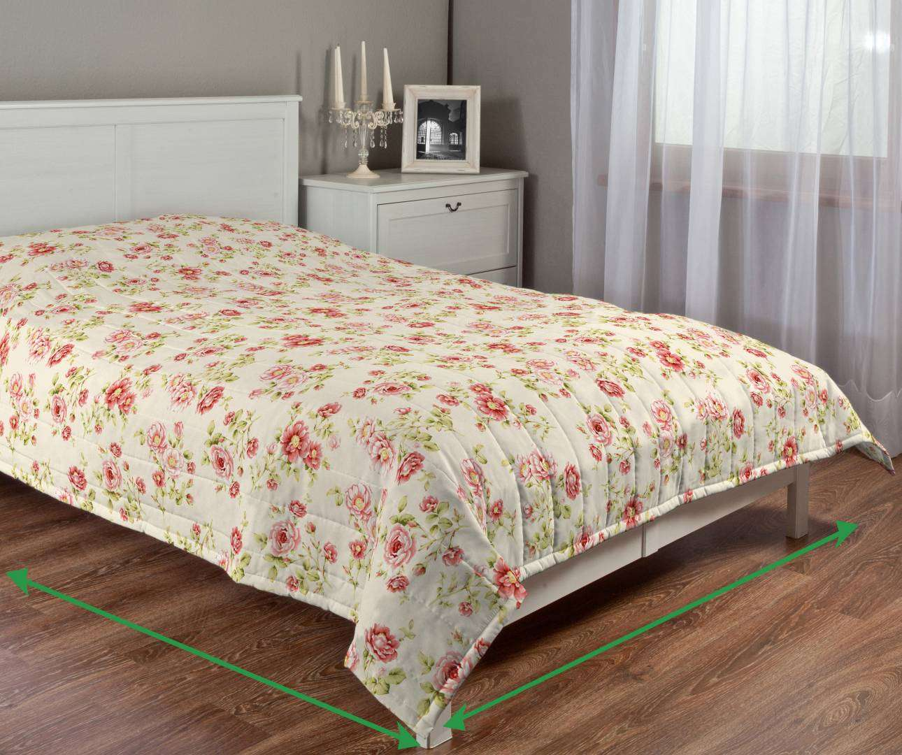 Quilted throw (vertical quilt pattern) in collection Ashley, fabric: 137-47