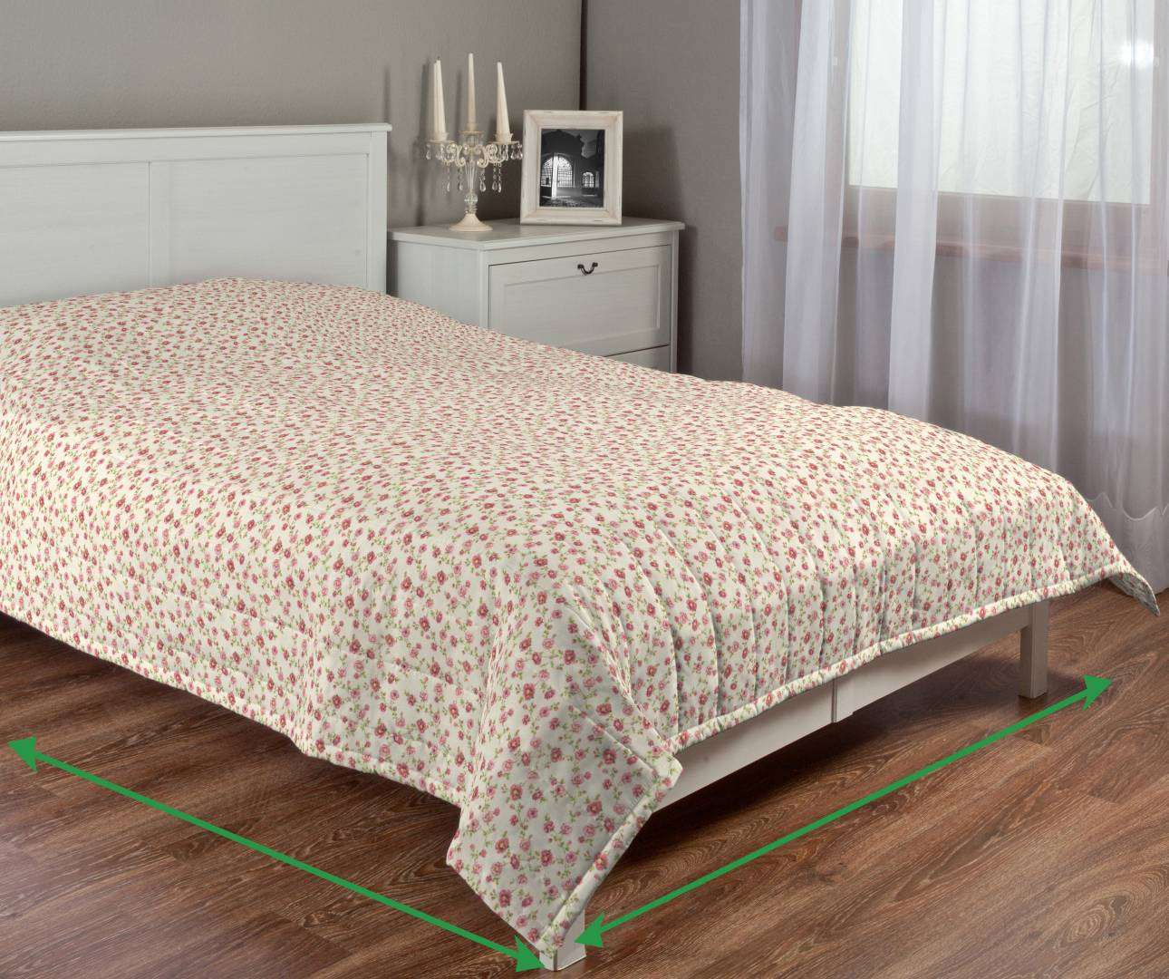 Quilted throw (vertical quilt pattern) in collection Ashley, fabric: 137-49