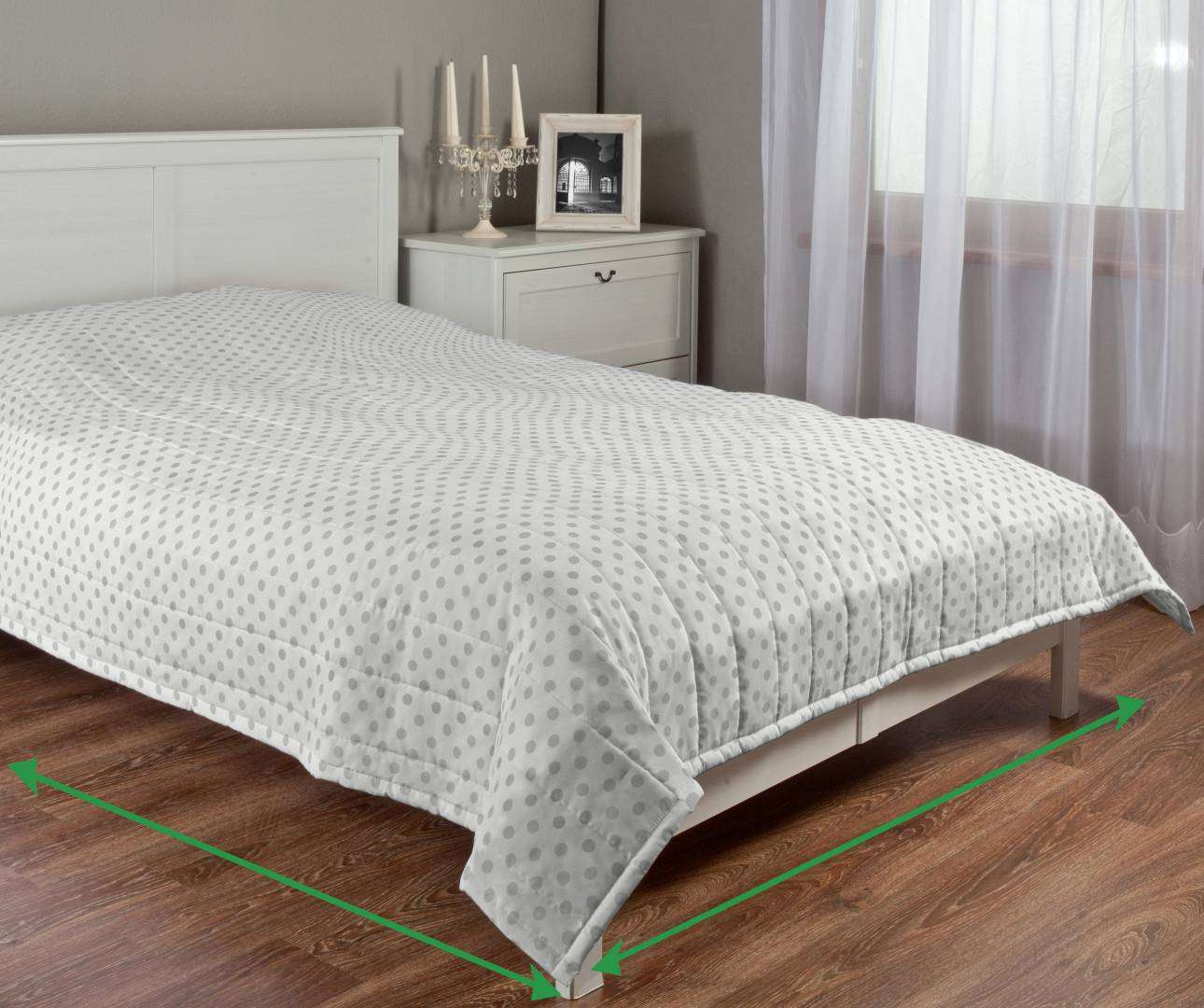 Quilted throw (vertical quilt pattern) in collection Ashley, fabric: 137-68