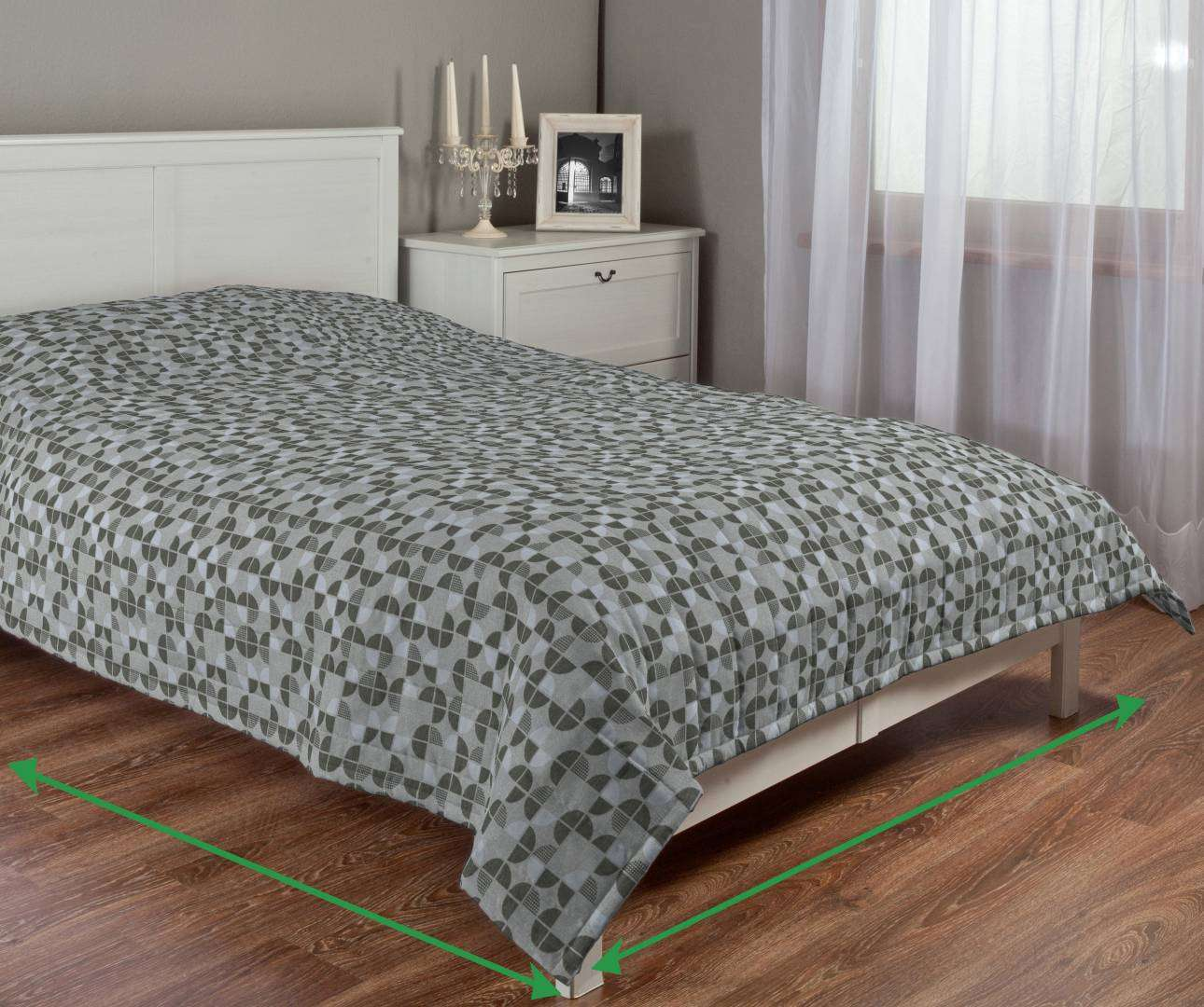 Quilted throw (vertical quilt pattern) in collection SALE, fabric: 138-20