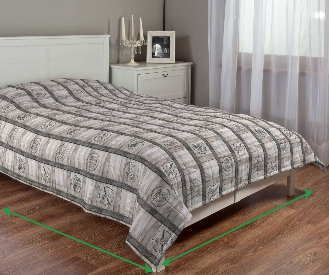 Quilted throw (vertical quilt pattern) in collection Marina, fabric: 140-12