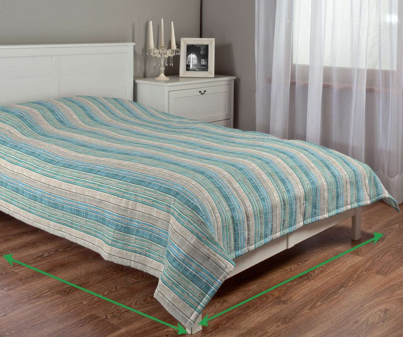 Quilted throw (vertical quilt pattern) in collection Marina, fabric: 140-14