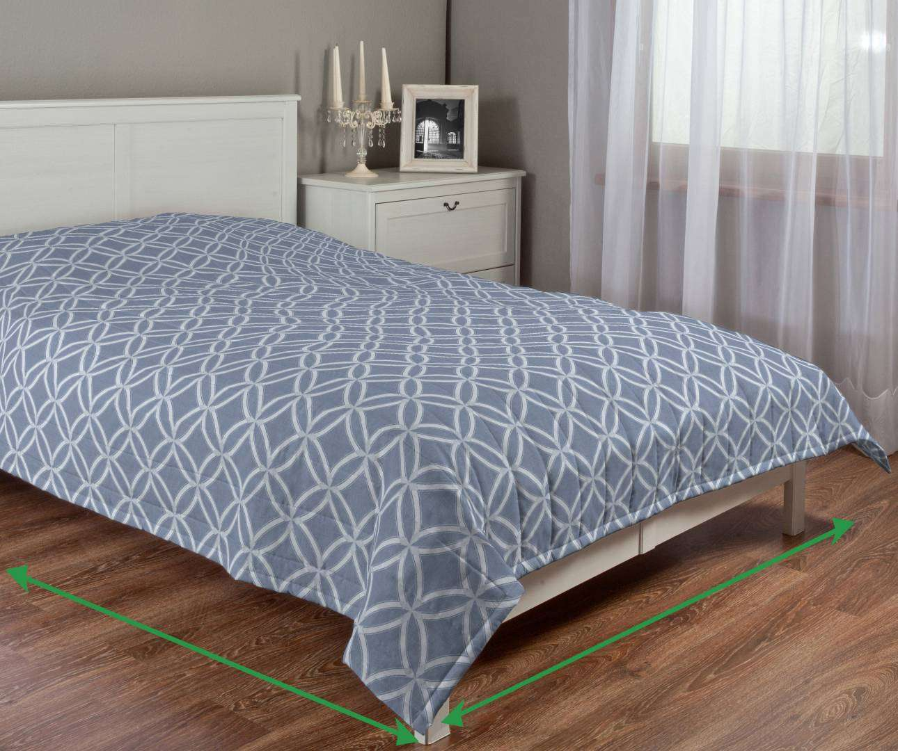 Quilted throw (vertical quilt pattern) in collection Venice, fabric: 140-53