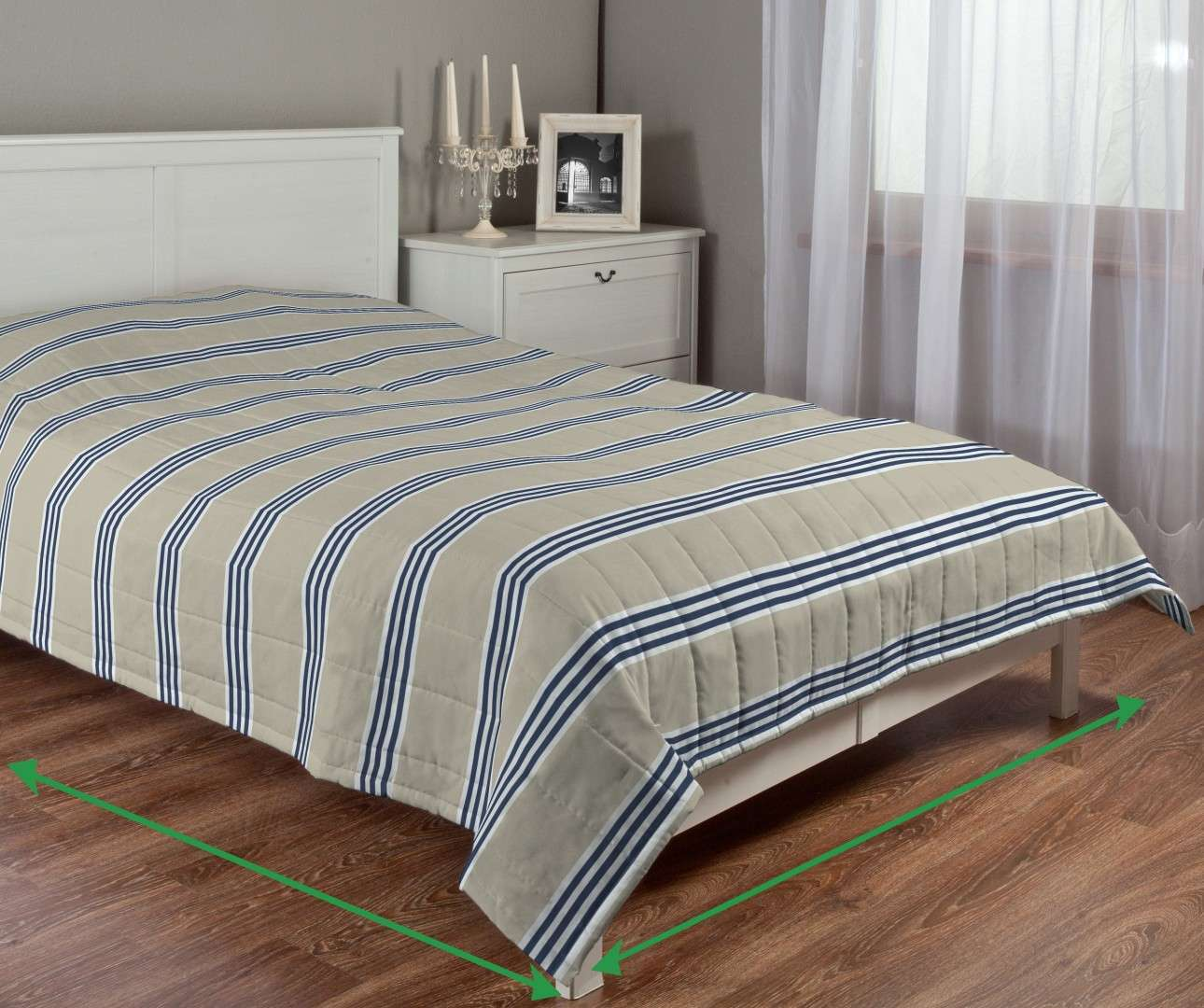 Quilted throw (vertical quilt pattern) in collection Marina, fabric: 140-60