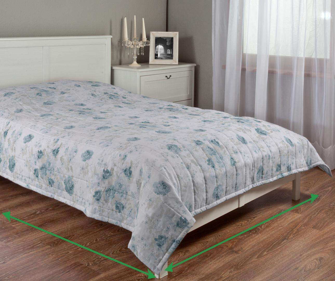 Quilted throw (vertical quilt pattern) in collection Flowers, fabric: 140-89