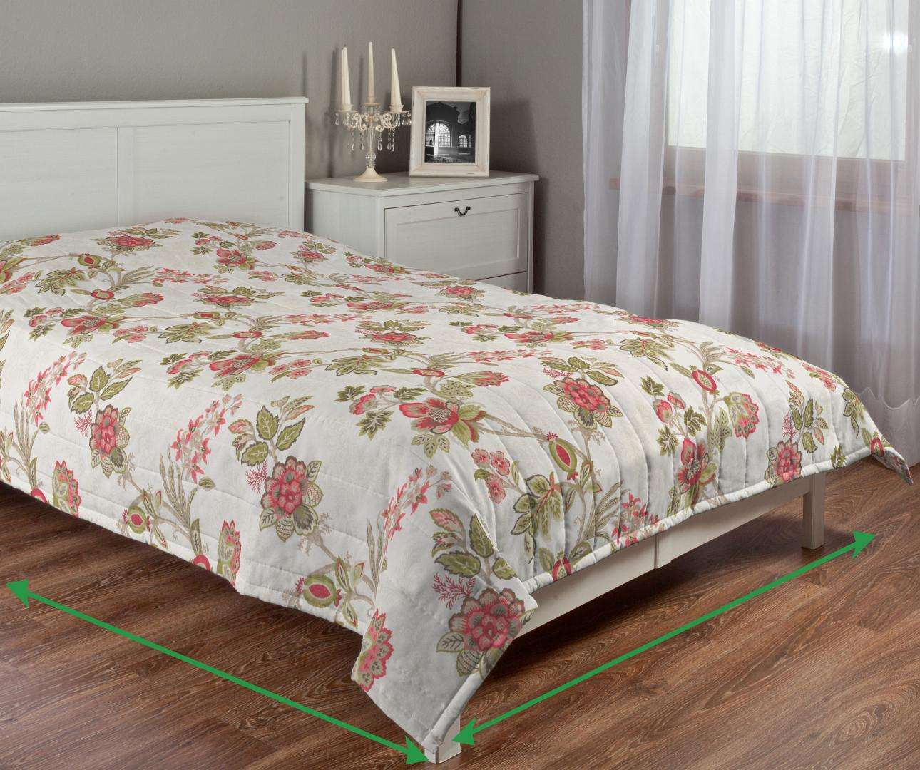 Quilted throw (vertical quilt pattern) in collection Flowers, fabric: 140-98