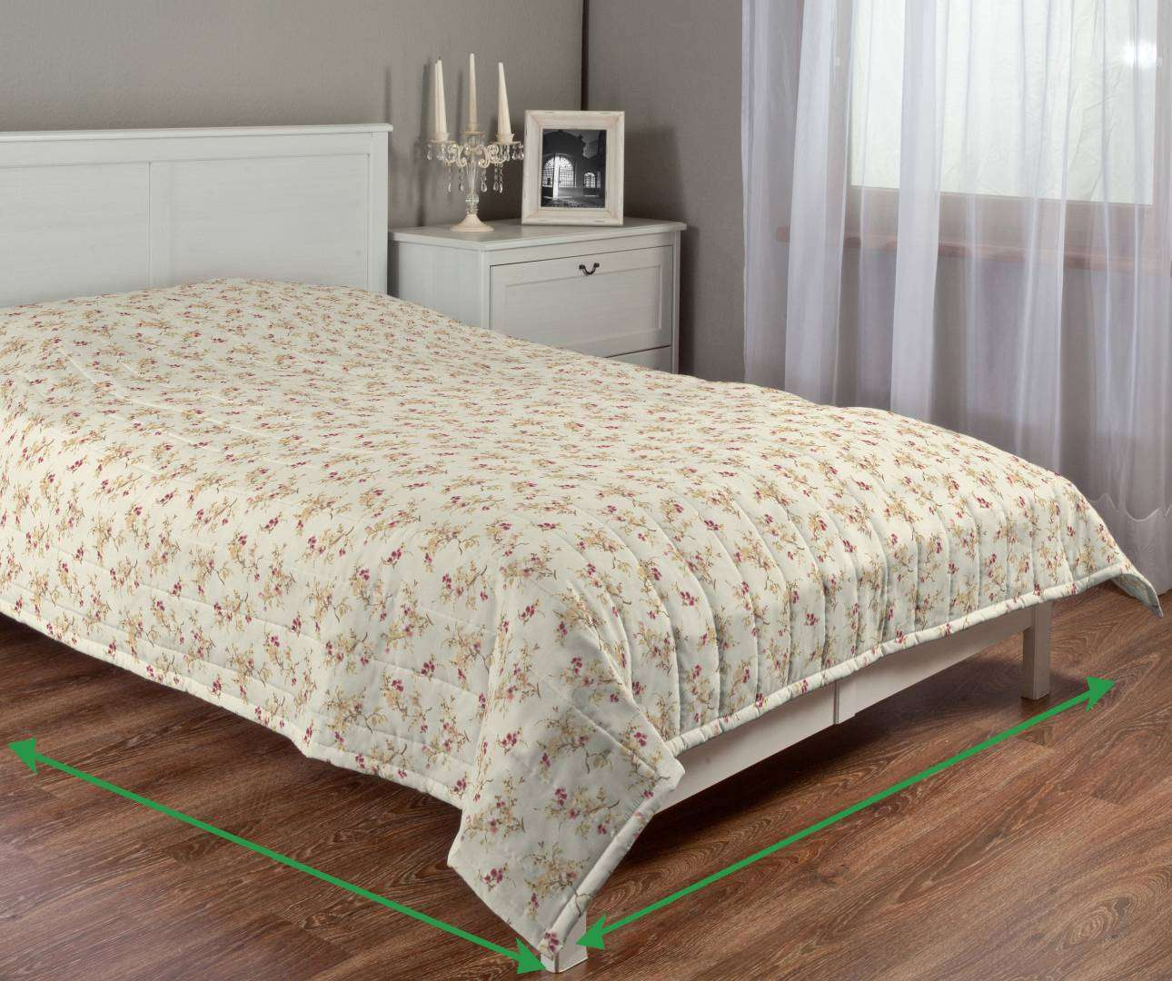 Quilted throw (vertical quilt pattern) in collection Mirella, fabric: 141-11
