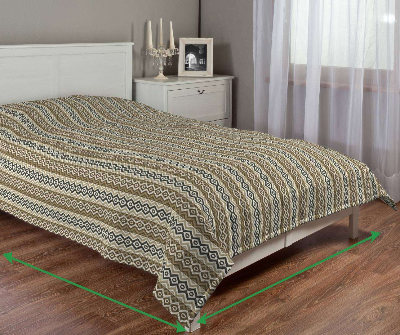 Quilted throw (vertical quilt pattern) in collection SALE, fabric: 142-08