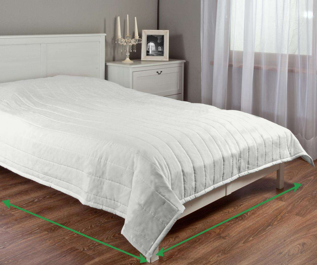 Quilted throw (vertical quilt pattern) in collection Milano, fabric: 150-33
