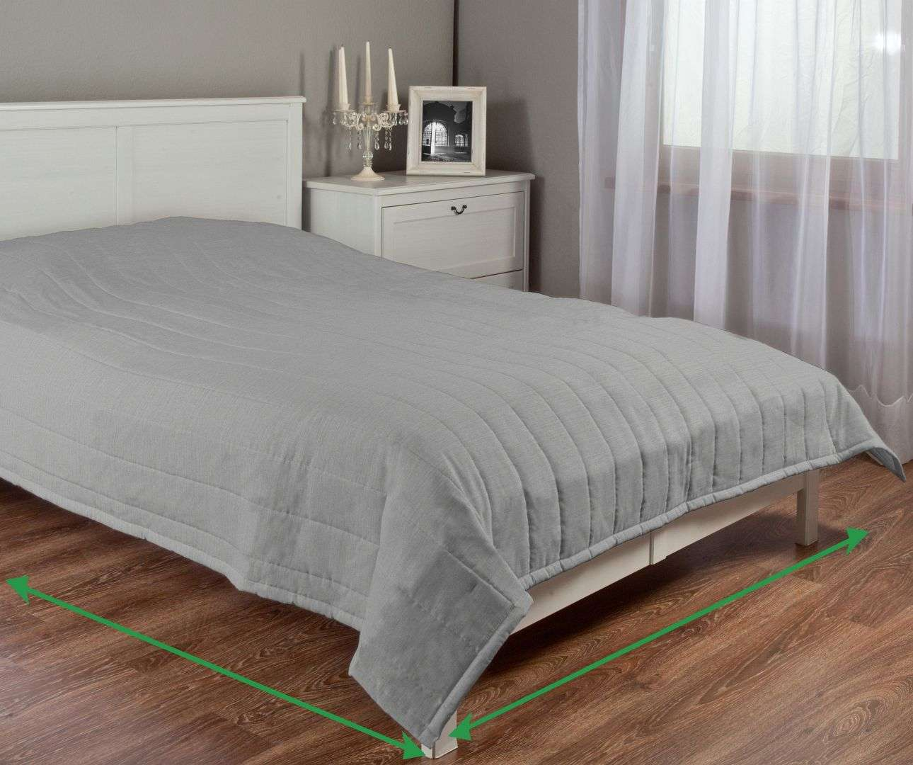 Quilted throw (vertical quilt pattern) in collection Porto, fabric: 160-35