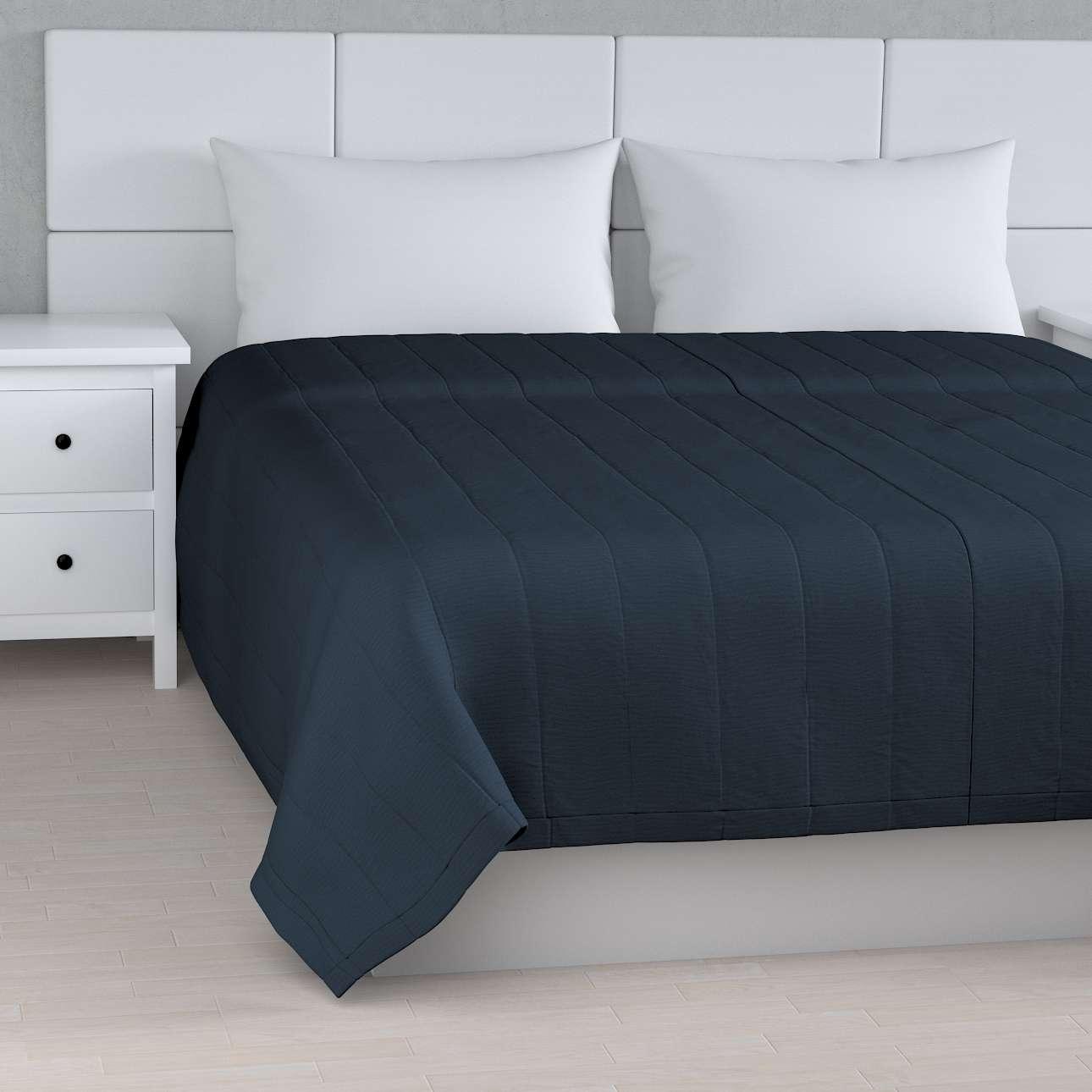 Sengeteppe quiltet<br/>10cm striper fra kolleksjonen Quadro, Stoffets bredde: 136-04