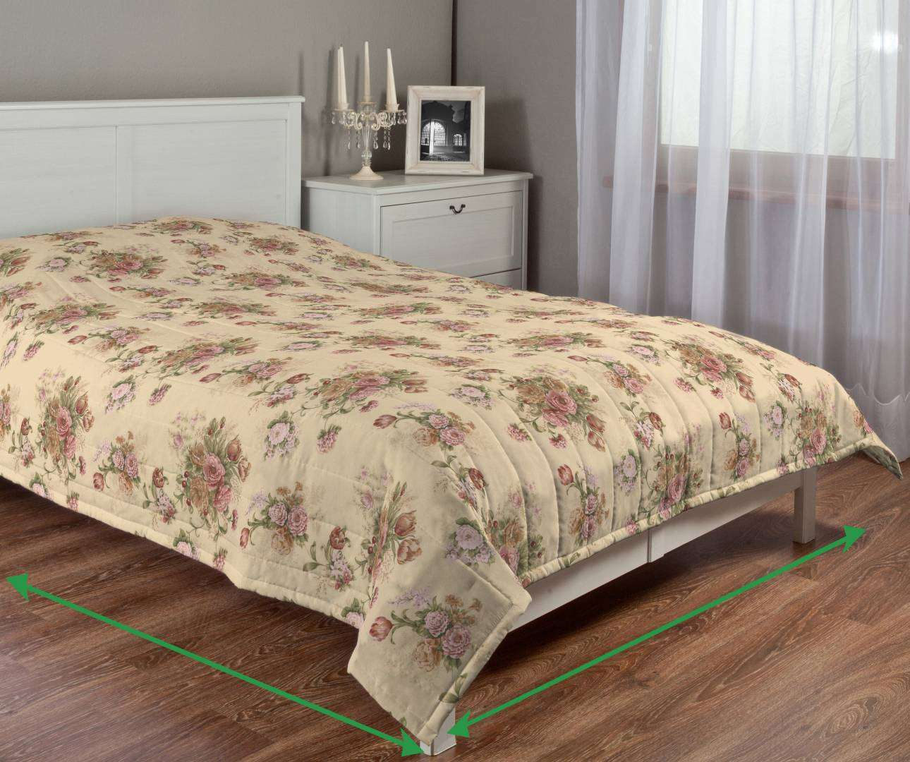 Quilted throw (vertical quilt pattern) in collection Flowers, fabric: 302-01