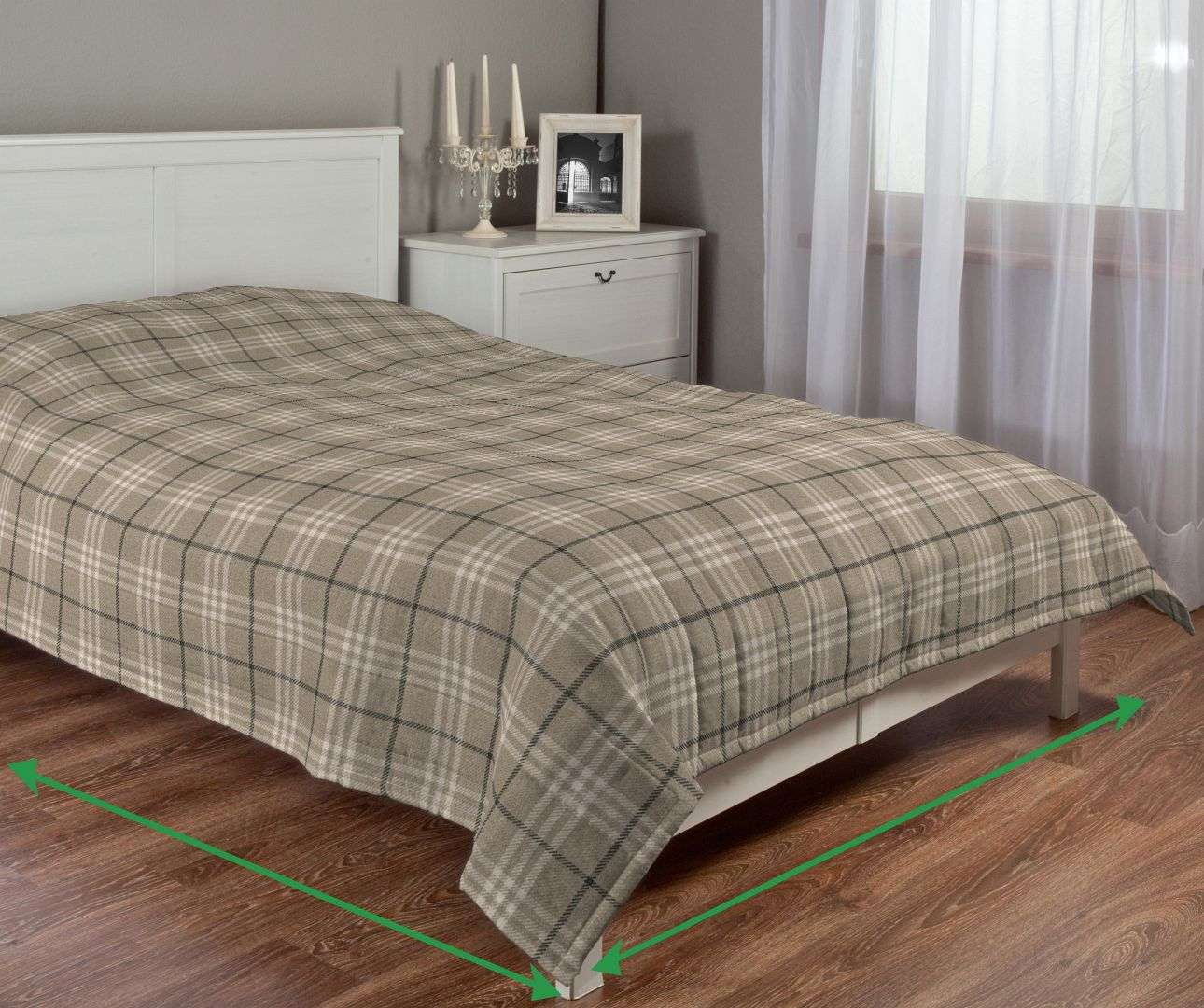 Quilted throw (vertical quilt pattern) in collection Edinburgh, fabric: 703-11