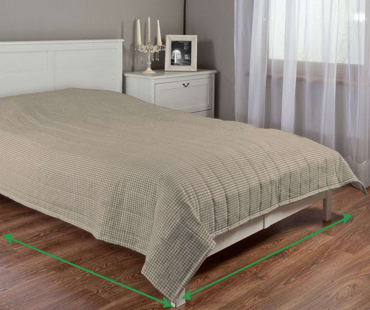 Quilted throw (vertical quilt pattern) in collection Edinburgh , fabric: 703-12