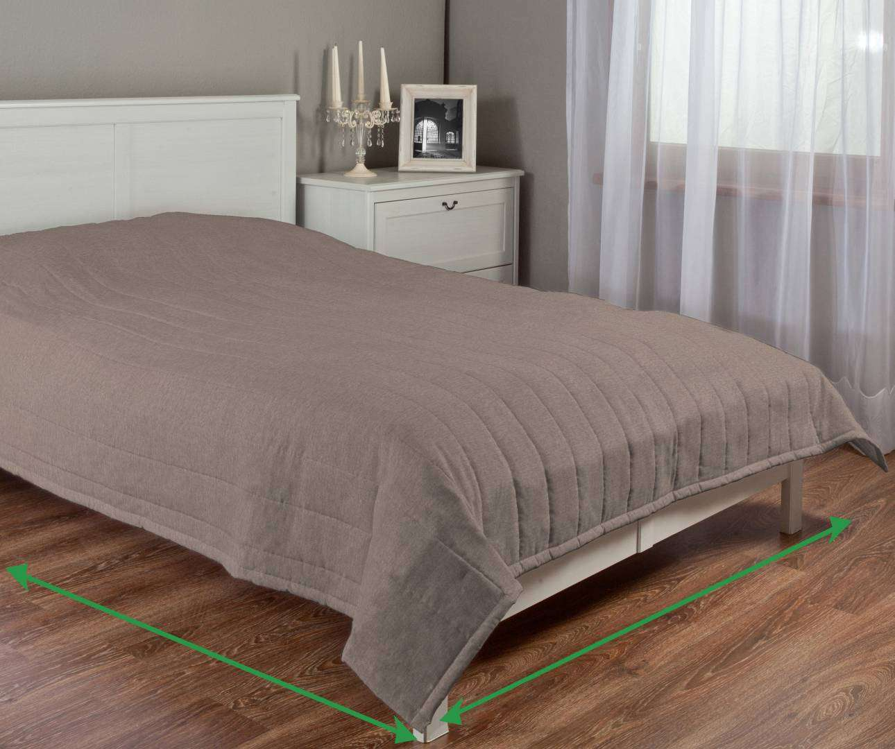 Quilted throw (vertical quilt pattern) in collection Etna , fabric: 705-03