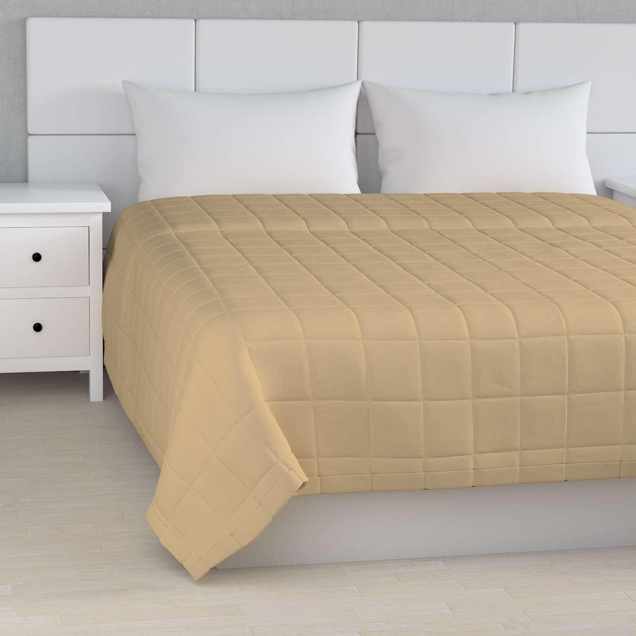 Sengeteppe quiltet<br/>10x10cm firkanter fra kolleksjonen Cotton Panama, Stoffets bredde: 702-01