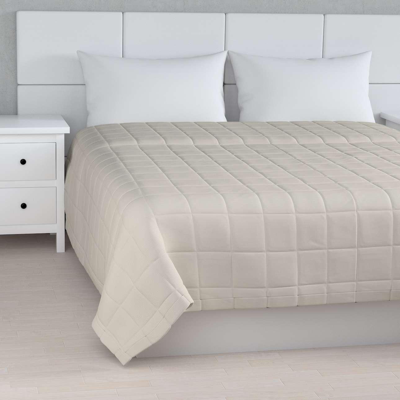 Sengeteppe quiltet<br/>10x10cm firkanter fra kolleksjonen Cotton Panama, Stoffets bredde: 702-31