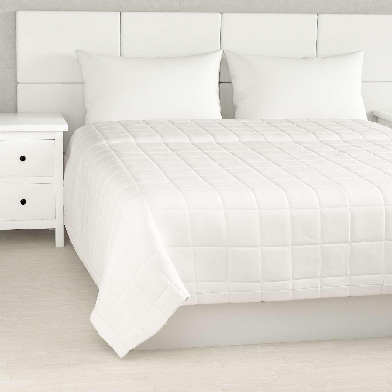 Sengeteppe quiltet<br/>10x10cm firkanter fra kolleksjonen Cotton Panama, Stoffets bredde: 702-34