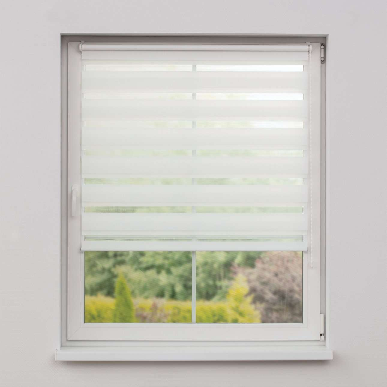 Mini Day & Night Venetian roller blind (compact design for fitting inside window recess) in collection Roller blinds Day & Night (Venetian blind), fabric: 0101
