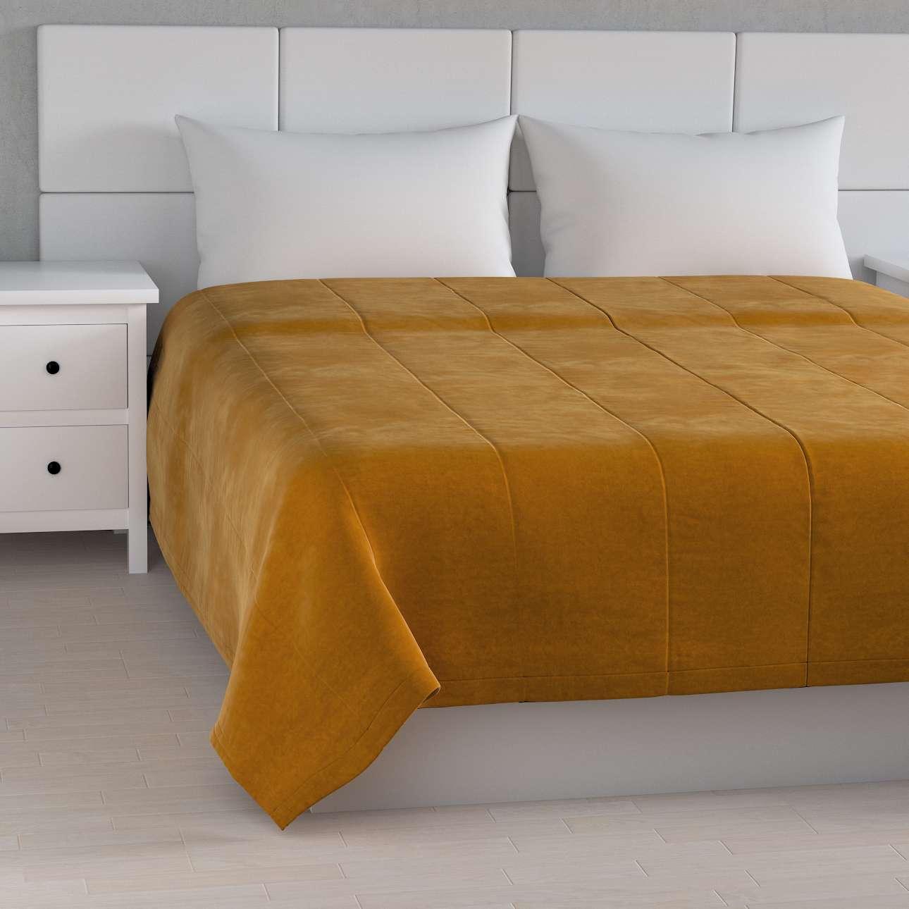 Sengetæppe quiltet<br/>i 25cm striber i velour fra kollektionen Velvet, Stof: 704-23