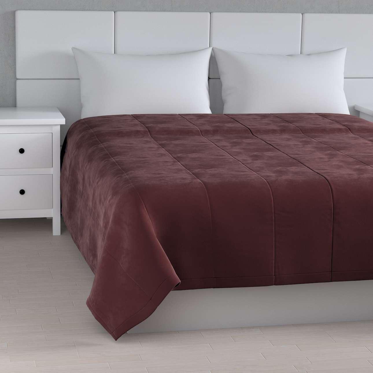 Sengetæppe quiltet<br/>i 25cm striber i velour fra kollektionen Velvet, Stof: 704-26